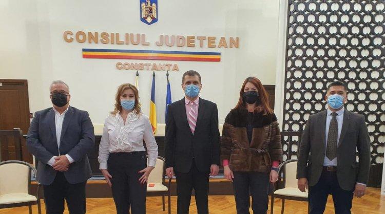 Asociația Patronală RESTO i-a înmânat prefectului Silviu Coșa, Manifestul RESTO