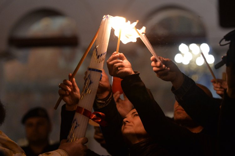 Bisericile vor fi deschise în Noaptea de Înviere. Românii vor putea lua Lumină, slujba până la ora 04:00.