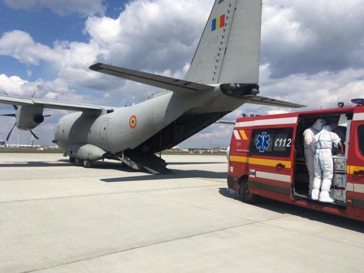 Trei pacienţi cu COVID-19 au fost transportaţi la Iaşi, cu o aeronavă militară