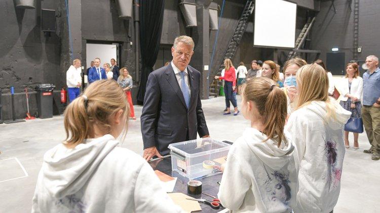 Klaus Iohannis a vizitat Unicorn Squad, o școală de robotică pentru fete din Estonia