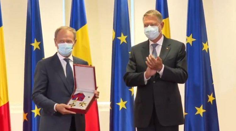 Iohannis l-a decorat pe Donald Tusk: Onorăm o mare personalitate și un adevărat prieten al României