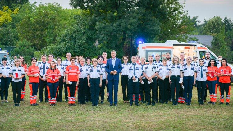 Medici şi asistenţi medicali, decoraţi de Klaus Iohannis: Dumneavoastră, salvatorii noştri, meritaţi respectul nostru!
