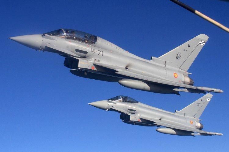 Avion rusesc interceptat deasupra Mării Negre de două aeronave britanice Eurofighter Typhoon
