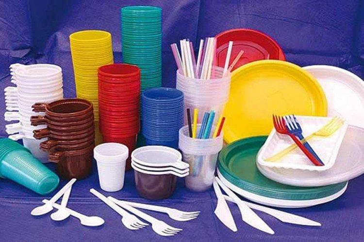 Ordonanța anti-plastic a fost adoptată de Guvern. Ce produse de unică folosință sunt interzise în România