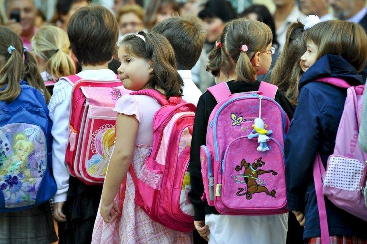 Cîmpeanu: 2.400 de elevi din 12 localităţi nu participă la deschiderea anului şcolar