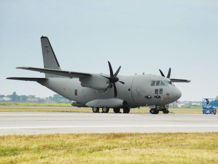 Aproximativ 5.200 de doze de anticorpi monoclonali, vor fi aduse din Italia, cu o aeronavă militară